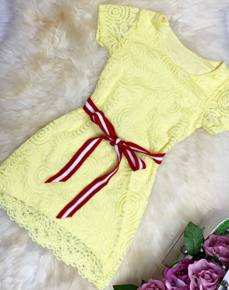 Koronkowa sukienka z paskiem - Cytrynka